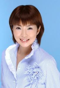 有 井 佳 子